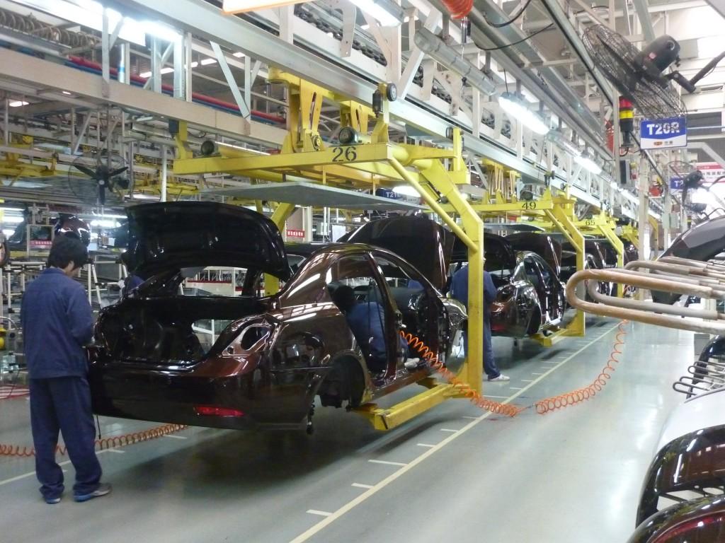 xuất khẩu lao động đài loan làm linh kiện oto 1