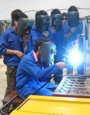 Xuất khẩu lao động Hà Tĩnh đang học nghề hàn