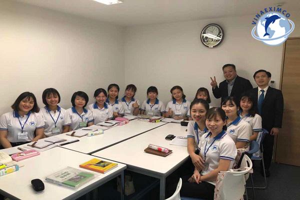 Độ tuổi xuất khẩu lao động Nhật Bản ngày may mặc